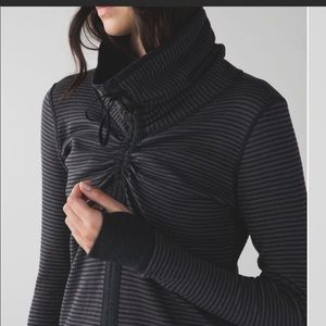LULULEMON In A Cinch Reversible Grey Pullover Top